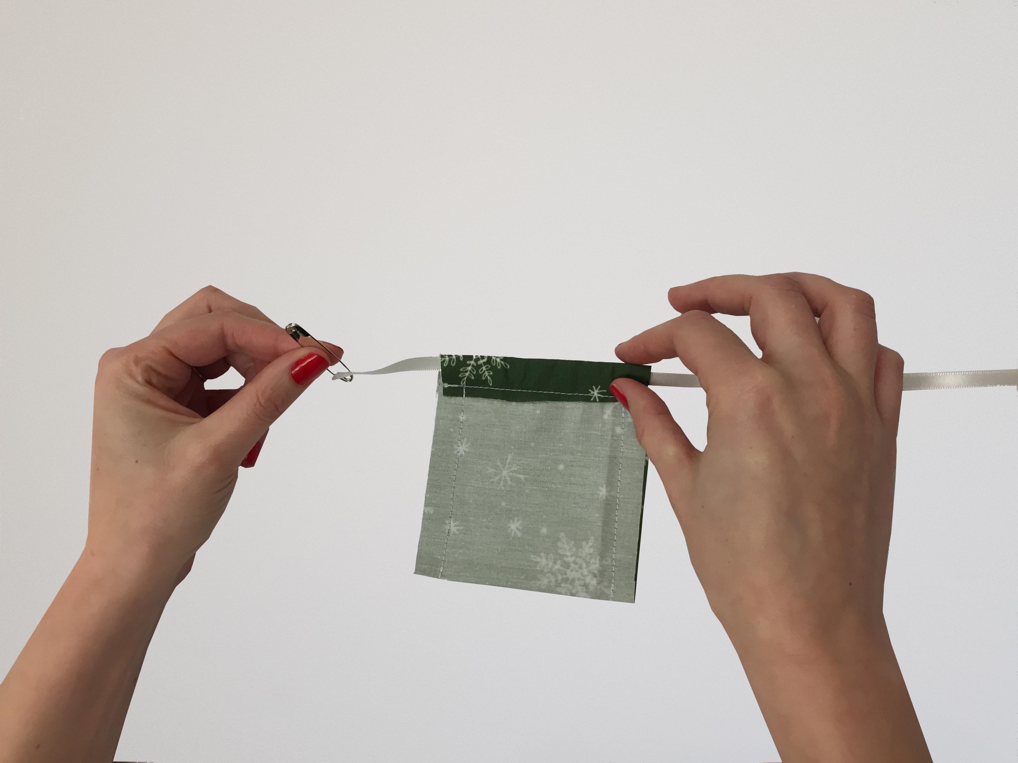 DIY Advent Calendar : Threading Ribbon