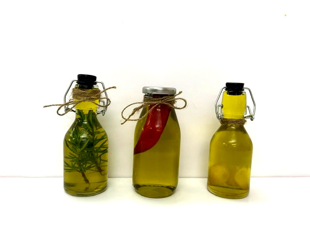 Homamade Infused Olive Oil - DIY Christmas Gifts